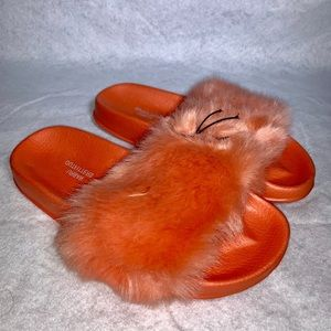 URBAN OUTFITTER  FOX FUR NEON SLIPPER